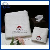 Van het Katoenen van 100% Handdoeken van de Hand de Zachte Witte Aangepaste Hotel van het Embleem