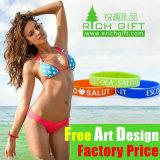 Bracelet coloré fait sur commande bon marché de silicones pour le cadeau d'affaires de groupe de sport