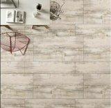 装飾の材木の木製シリーズは艶をかけた新居(ST459835D)に使用した無作法なタイルを