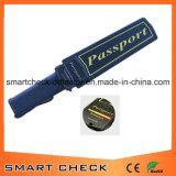 Metal detector tenuto in mano del passaporto con il prezzo all'ingrosso