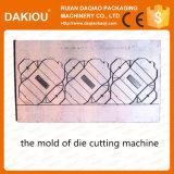 Acanalar la máquina que corta con tintas de papel