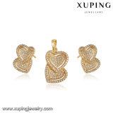 64089 Goud van de Manier van juwelen het Dubbele Hart Gevormde die voor de Dag van de Valentijnskaart wordt geplaatst