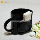 Sostenedor de cerámica negro de la galleta de la taza, taza con el bolsillo de la galleta