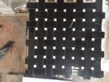 Carrelage en mosaïque en pierre noire et en pierre blanche Basketweave