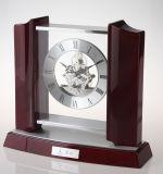 Horloge de table en bois classique avec moulures mécaniques