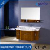 Vanidad montada en la pared de madera del cuarto de baño moderna