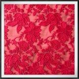 網の刺繍のレースのテュルの刺繍のレースの花によって刺繍されるレース