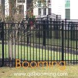 トラの粉の上塗を施してある平屋建家屋の機密保護の庭の塀