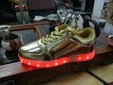 Punkt-Waren, LED-Sport-Schuhe, helle Schuhe der Männer