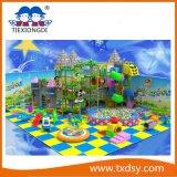 Speelplaats van het Schip van de Piraten van het Spel van het Ongehoorzame Kasteel van jonge geitjes de Zachte Grote Binnen