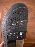 Старухи пробивая ботинки пальца ноги типа лазера впрыски TPR круглые тонко