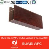 Tarjeta compuesta de madera del techo de WPC, diseño falso del techo de la configuración del PVC para la decoración interior 40*100m m