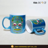 Colorer la cuvette de café en céramique de tasse de gradient avec l'étiquette de crâne