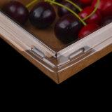 El papel de estraza para llevar almuerzo envasado de alimentos con las tapas transparentes