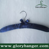 DisplayのためのピンクのSatin Padded Clothes Hanger