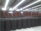La camioneta de los neumáticos de coche