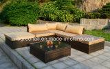 L現代屋外の家具の柳細工のソファーの庭の家具