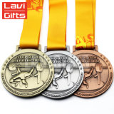 製造業者の安いカスタムTriathlonのリボンが付いている苦闘するフィニッシャーのスポーツメダル