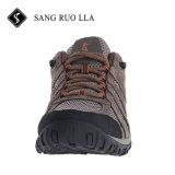 靴をハイキングする2018の卸し売り新しいデザイン良質の人の屋外の実行