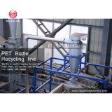Haustier füllt den Plastik ab, der Maschinerie-Kosten aufbereitet