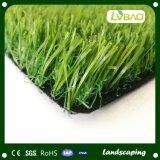 Hierba artificial decorativa del césped artificial del jardín
