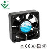 Ventilatore senza spazzola 12V di CC del ventilatore assiale 50mm della plastica 5015 per il diffusore dell'aroma che raffredda 50X50X15