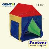 As crianças a Índia jogando House tenda