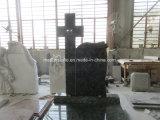 A pedra verde-oliva da cor verde com cruz ereta cinzelou para a lápide