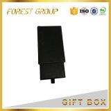 Schwarzes Fach-verpackenkasten mit dem Firmenzeichen-silbernen Stempeln