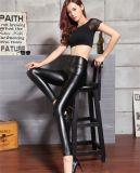 As caneleiras novas do couro artificial para mulheres diluem calças apertadas