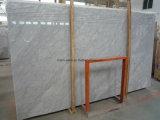 カウンタートップのためのカラーラの白い大理石の平板