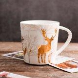 Caneca cerâmica de Xms dos cervos de Golded da floresta