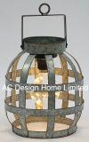 優雅で装飾的な円形の電流を通された金属のランタンW/LEDの電球