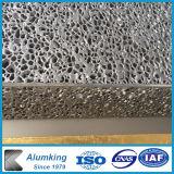 Алюминиевые прокладки из пеноматериала на стене здания дизайн