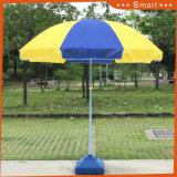折るビーチパラソルの、浜パラソル広告、昇進の傘