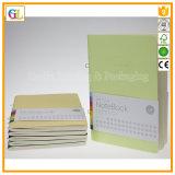Pequeña impresión del cuaderno del ejercicio en el atascamiento de la puntada de montura