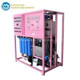 L'eau pure du filtre à eau avec système d'Osmose Inverse