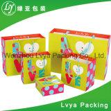 La coutume a estampé le sac de papier, sac de papier de métier avec l'impression de logo, sac à provisions de papier de cadeau