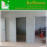 住んでいるか、またはプレハブの家のための構築された容器の家に容易