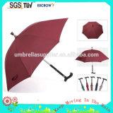 Señora de la alta calidad que hace publicidad del asiento del paraguas del palillo