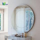華やかな浴室の壁か木壁ミラーの装飾的な銀製ミラー
