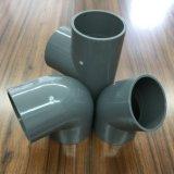 Produtos plásticos cotovelo de 90 graus dos encaixes de tubulação do PVC