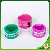 Wristband su ordinazione poco costoso del braccialetto dello schiocco del braccialetto di schiaffo del silicone
