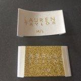 Custom Crema de alta densidad de fondo con el nombre de poliéster de oro Etiquetas Etiquetas ropa etiquetas tejidas