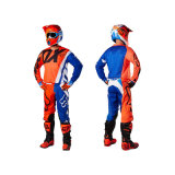 Il motociclo dell'attrezzo del MX che corre i vestiti fuori strada mette in mostra i vestiti (AGS01)