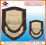 Escudo de madera barata Lasering placa con placa de metal