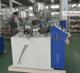 Drei Farben-Plastiklutscher-Stöcke, die Maschine herstellen