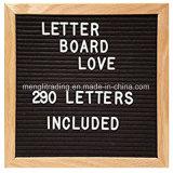 Les panneaux changeables de lettre comprennent les lettres et le panneau en plastique blancs de lettre de feutre de bâti