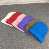 Nuevo casquillo de la gorrita tejida del algodón del cliente con el bordado 3D