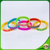 Wristbands freddi del silicone di buona qualità con testo reso personale